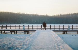 frozen-lake-lake-pier-38969
