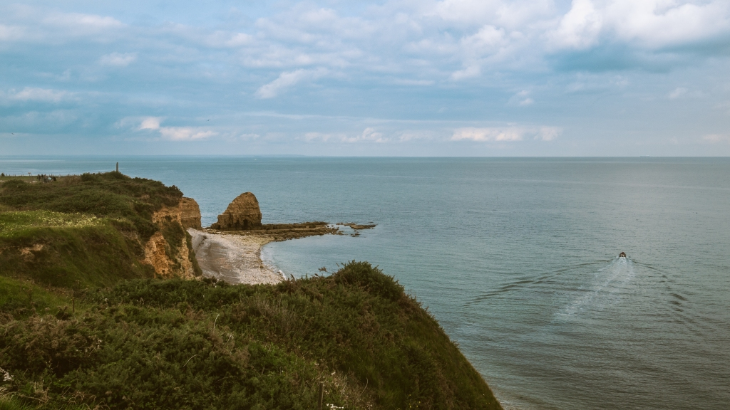 Picture of the English channel from Pointe du Hoc on a mildly cloudy day